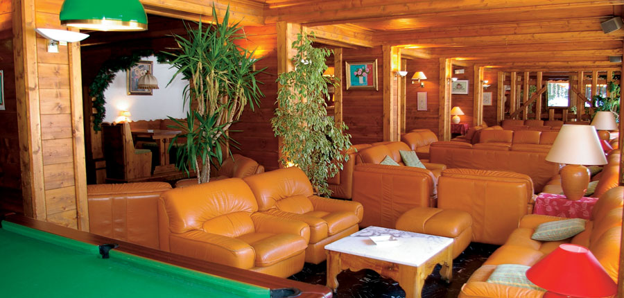 france_three-valleys-ski-area_courchevel_hotel_Les-Ducs-de-Savoie_bar-lounge2.jpg